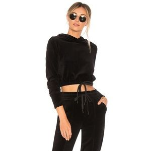 Tops - Stylish velour black cropped hoodie with tie